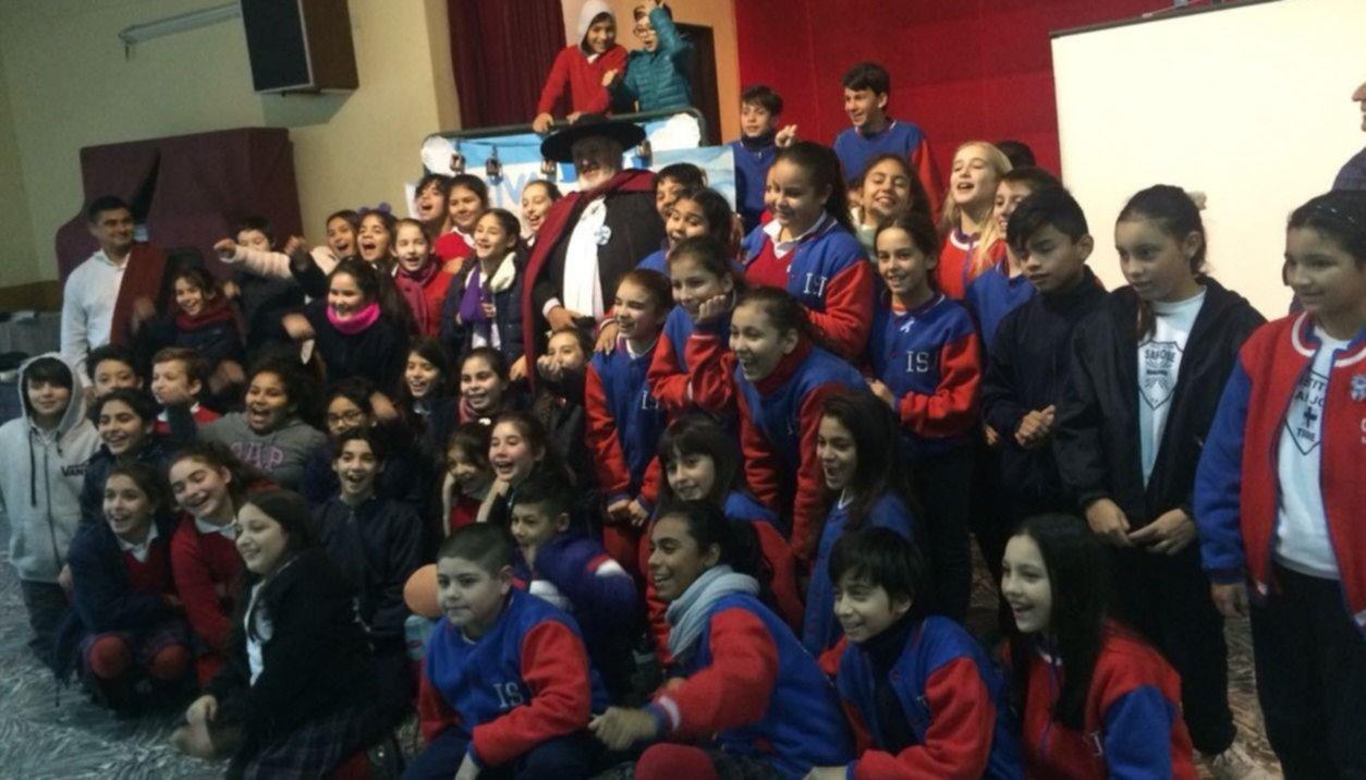 Difunden en Buenos Aires vida y obra del héroe gaucho