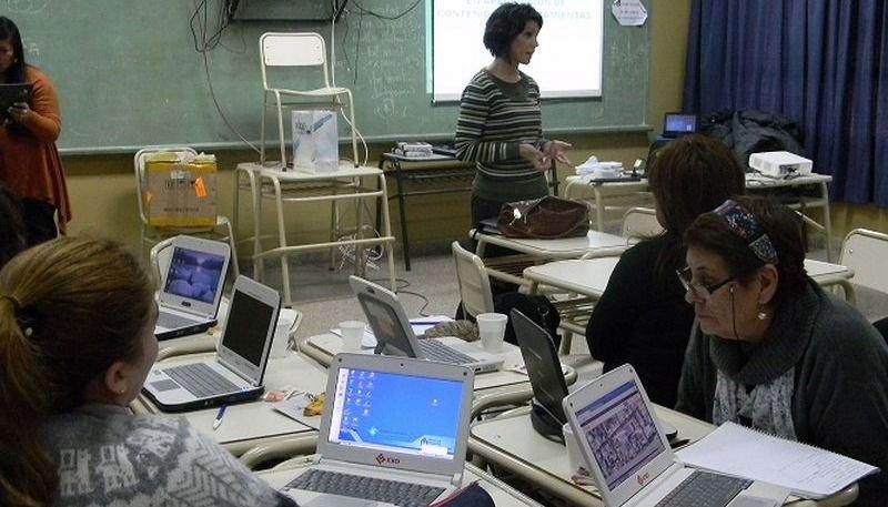 Más de 5 mil  docentes  accederán a cursos