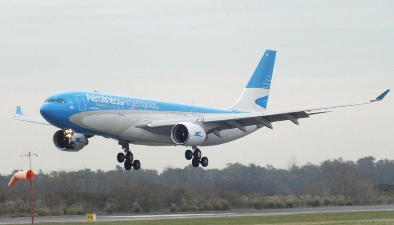 Aerolíneas Argentinas alertó a sus clientes por ofertas engañosas de pasajes