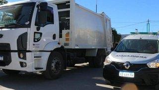Adquieren un camión compactador y una ambulancia para el hospital