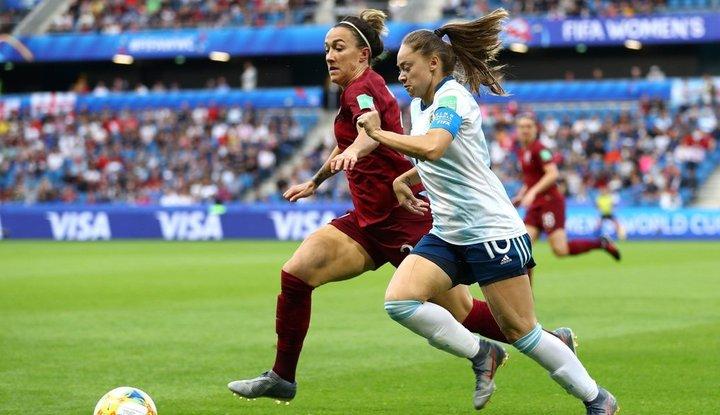 Argentina no pudo ante Inglaterra pero sigue con chances de pasar a la siguiente ronda