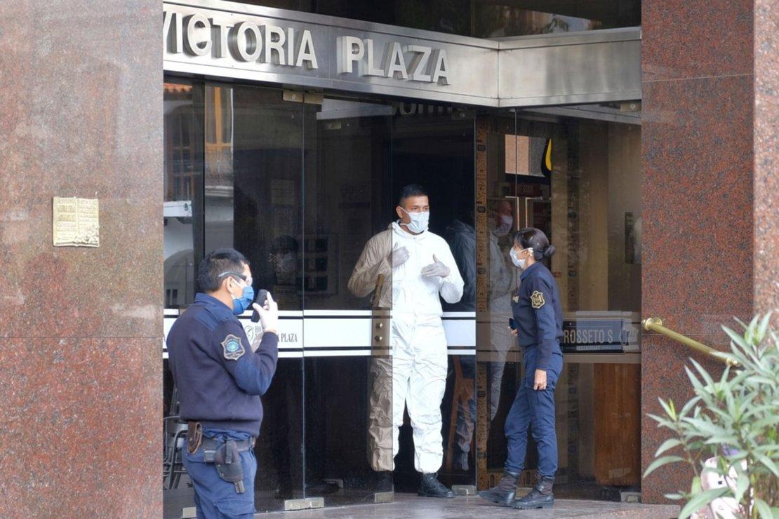 2) El Hotel Victoria Plaza fue un foco de conflicto, cuando las personas repatriadas se comenzaron a quejar del servicio que recibían. Foto: Jan Touzeau
