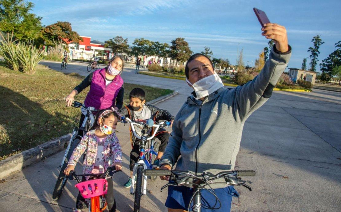 9) La apertura de los parques trajo aire fresco a las familias salteñas. Foto: Pablo Yapura