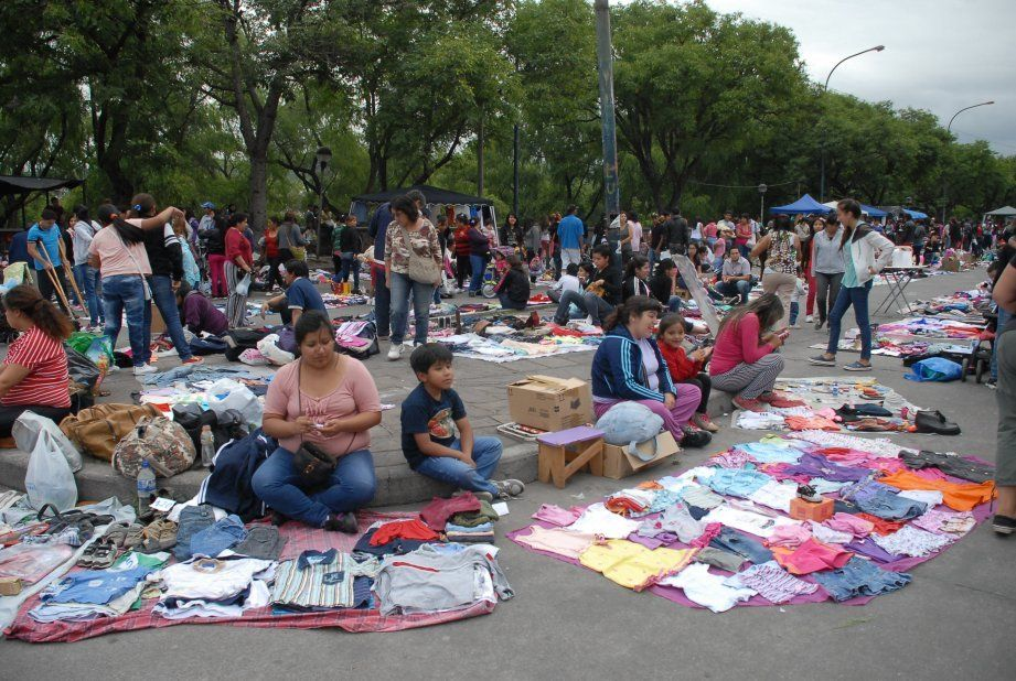 32bdb34a18 El negocio de la ropa usada ¿de dónde viene la mercadería