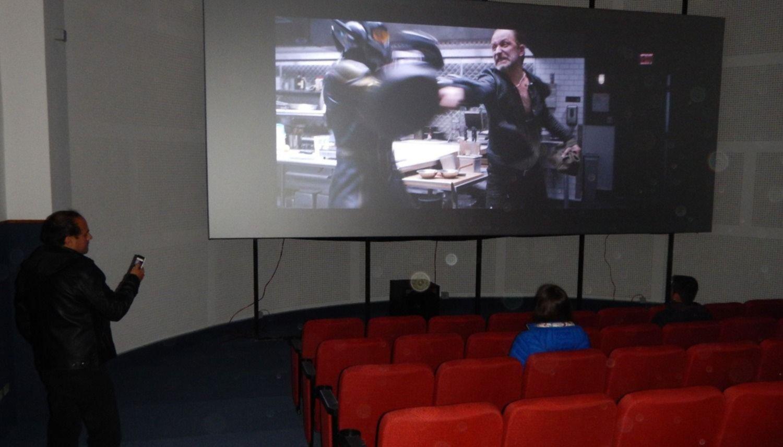 La obra del cine está lista y  ya se probó la pantalla gigante