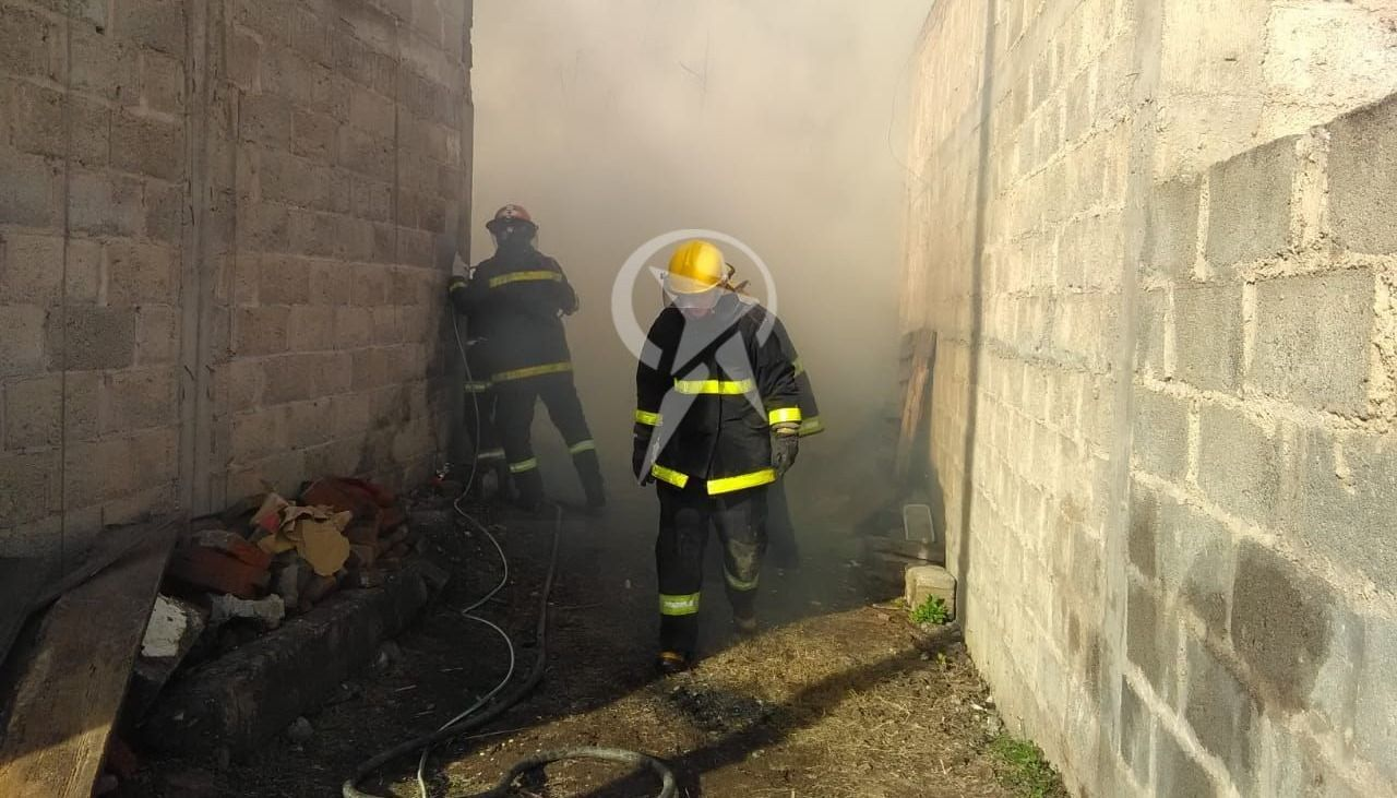 Los bomberos de Metán se quedaron sin agua cuando combatían un voraz incendio