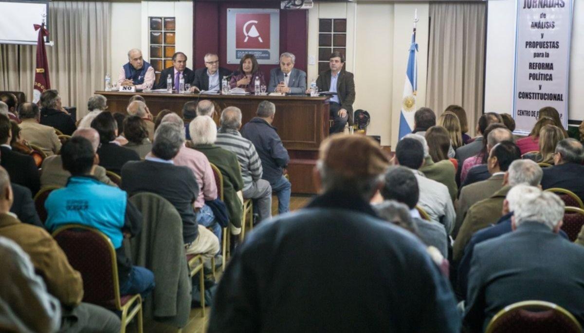 """""""Reformar la Constitución para mejorar la política"""""""