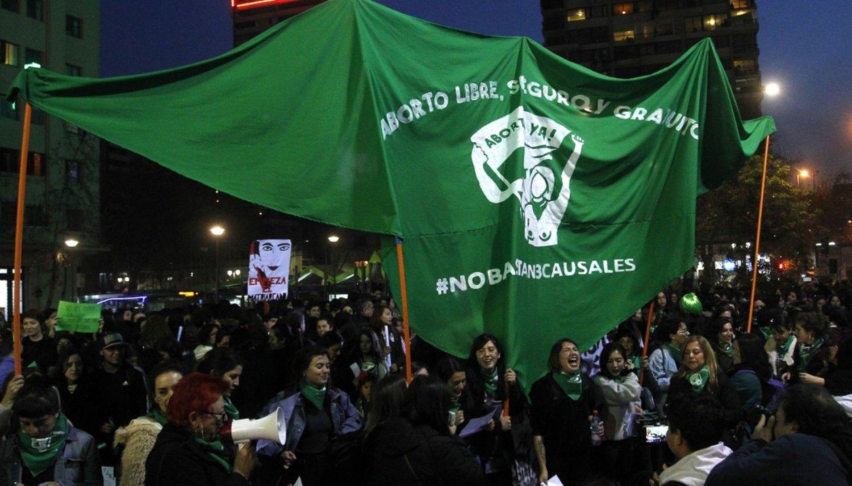 Chile: apuñalaron a tres chicas por manifestar a favor del aborto libre