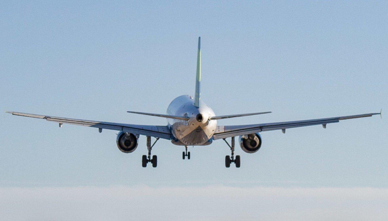 Pilotos de Aerolíneas usaron los altoparlantes para criticar al Gobierno — Polémica