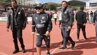 Maradona, operado con éxito de la rodilla derecha