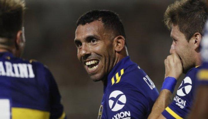 Tevez recibió el llamado de Riquelme y se queda en Boca
