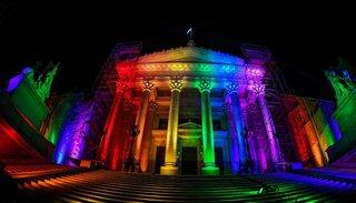 Matrimonio Igualitario: el Congreso se iluminó anoche con los colores de la diversidad