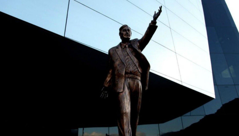 Retirarán una estatua de Néstor Kirchner de la sede de Unasur