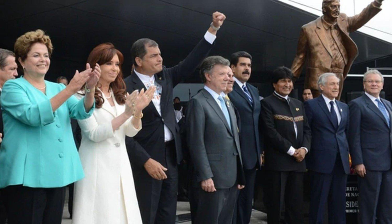 Ecuador | Retirarán una estatua de Néstor Kirchner por considerarla