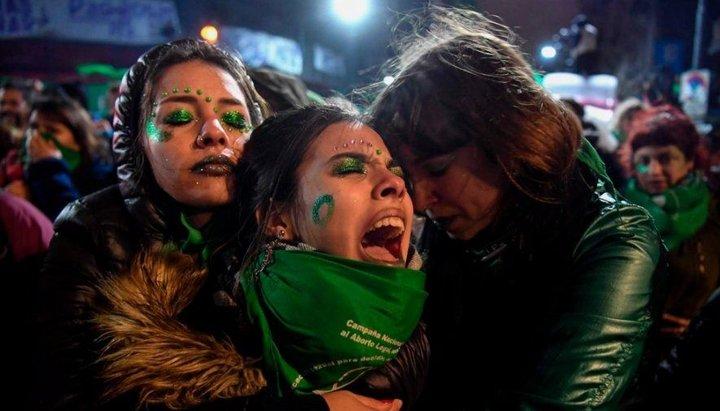 """""""El Senado dice 'no' al aborto y deja a la Argentina con una ley de 1921"""", el duro titular de El País de España"""