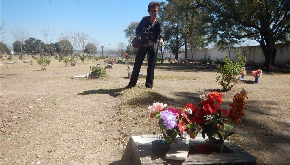 Profanan y usurpan tumbas con otros cuerpos