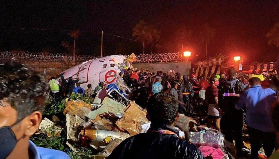 Se estrelló un avión en la India: al menos 16 muertos y 15 heridos ...