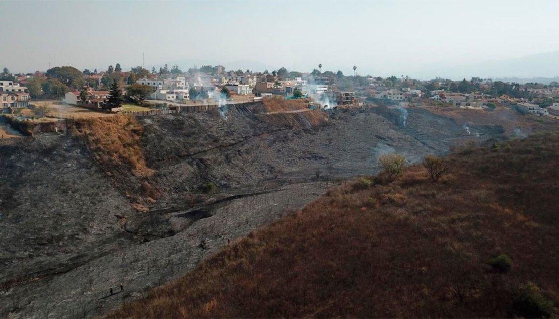 Un voraz incendio afectó un terreno en la zona del Grand Bourg, el 7 de agosto. Federico Medaa.