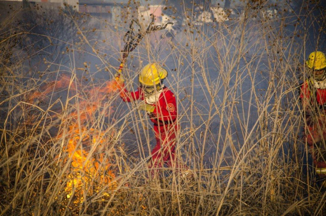 Casi todos los días hubo incendio de pastizales, este corresponde al barrio San Carlos. Pablo Yapura.