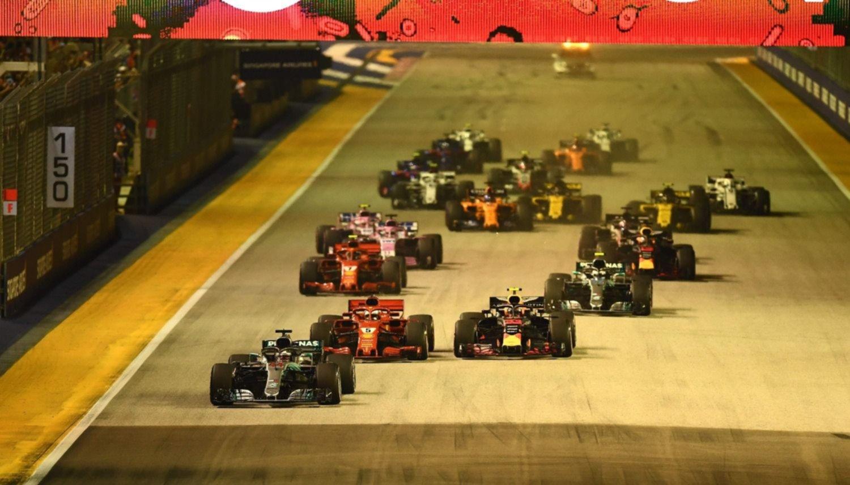 Hamilton gana en Singapur y saca más ventaja a Vettel