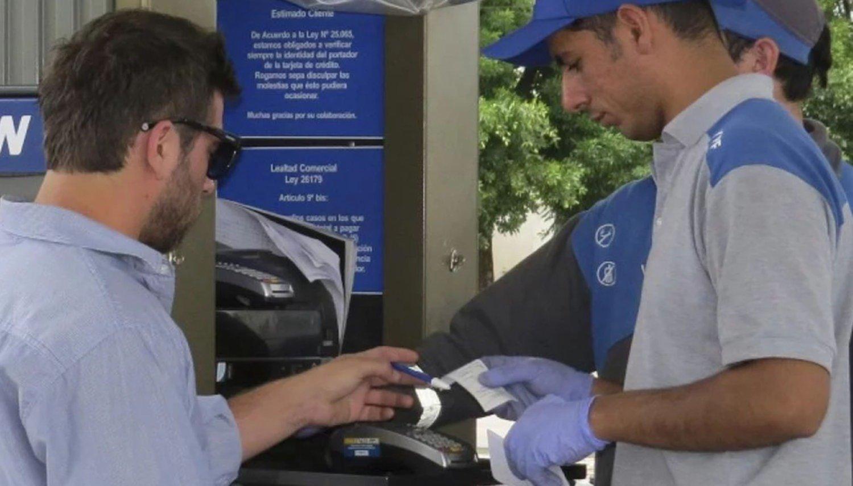 Ya no aceptan tarjetas en algunas estaciones de servicio — Dólar e inflación