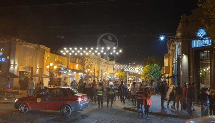 """Boliches en Salta: confusión y apertura a medias de los locales bailables con """"burbujas"""""""