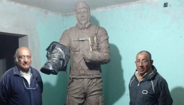 Colocan una escultura para  recordar a los brigadistas