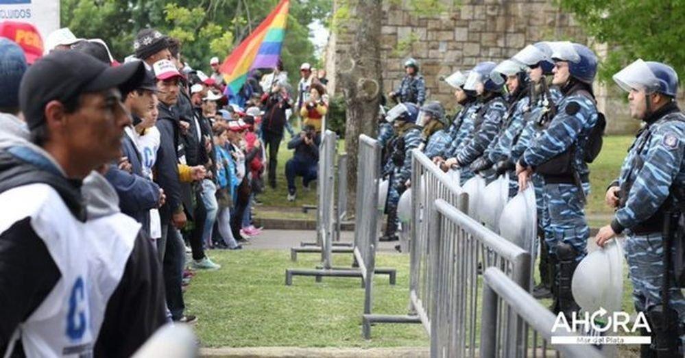 Masiva marcha en Mar del Plata contra la presencia de Macri y el Coloquio de IDEA