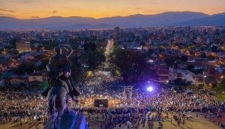 """Multitudinaria marcha del #SíSePuede en Salta: """"En el futuro, el foco va a estar en el alivio"""", dijo Macri"""