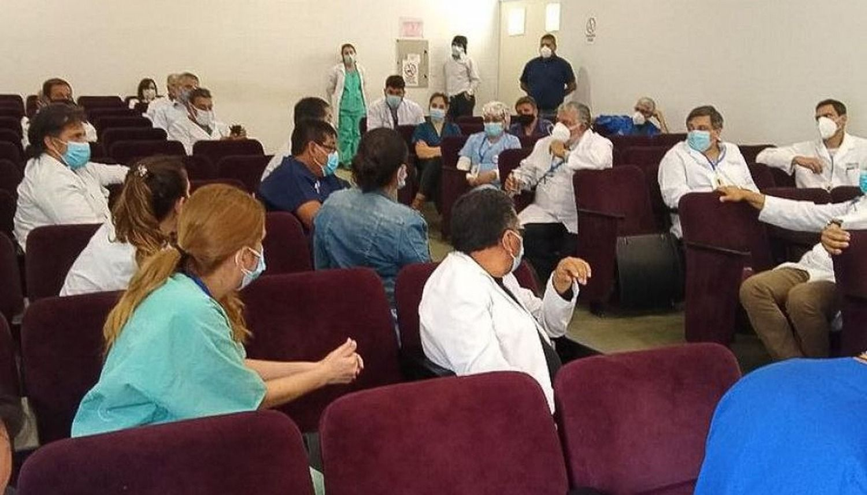 Esteban evaluó la situación epidemiológica con los gerentes de los hospitales