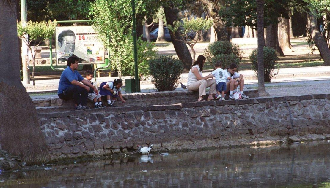 En 1999, en el parque se promocionaba un show de Luis Miguel.