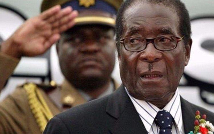 Mugabe negocia su  futuro ante militares