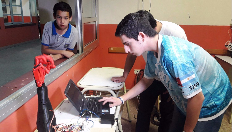 Más de 200 chicos en  un taller de robótica