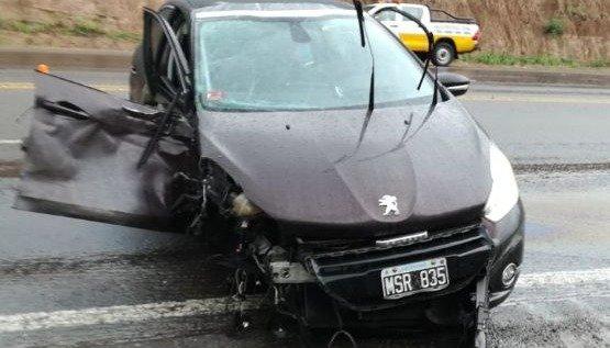 Chocaron dos vehículos cerca de Lumbreras: hay dos personas lesionadas