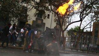 Crisis en Chile: atacaron la embajada argentina en ese país