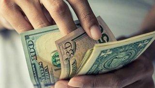 El dólar con recargo del 30% se acercó a los $82