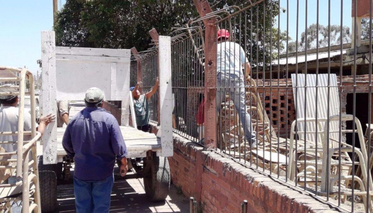 Vecinos de Los Olivos ayudaron a limpiar la escuela Monseñor Tavella