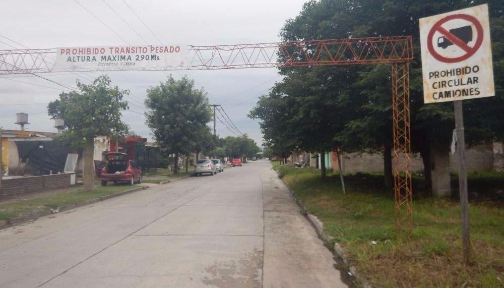 Quejas por el  tránsito pesado en el  barrio Mitre