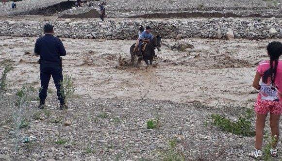 Un baqueano rescató a personas que quedaron varadas tras la crecida del río Vaqueros