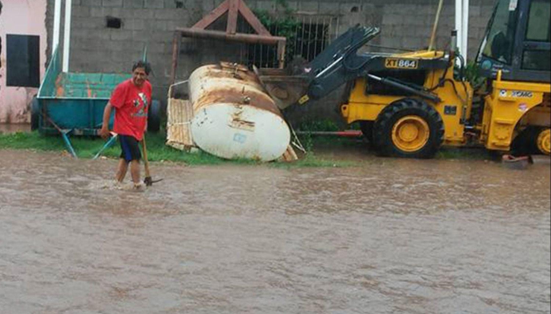 Vecinos del barrio Abdala piden ayuda contra inundaciones