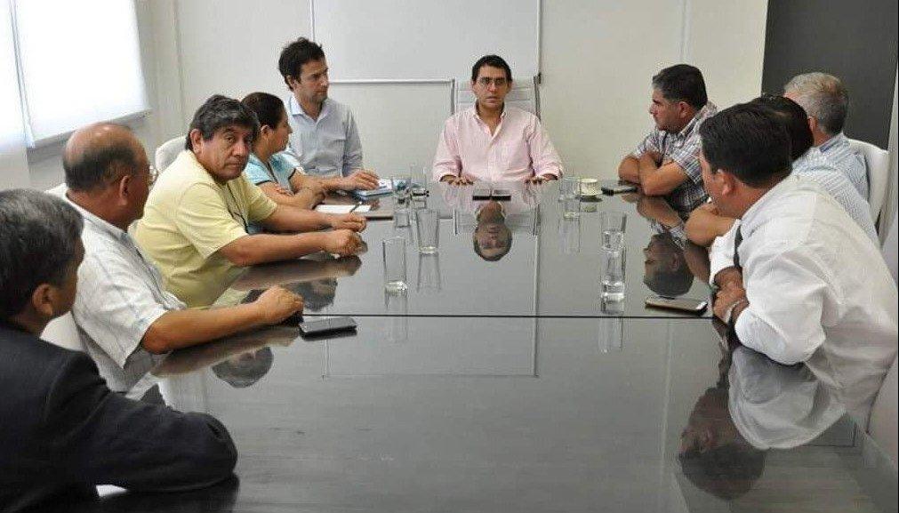 Solís recibió a dirigentes de  la Liga de Fútbol rosarina