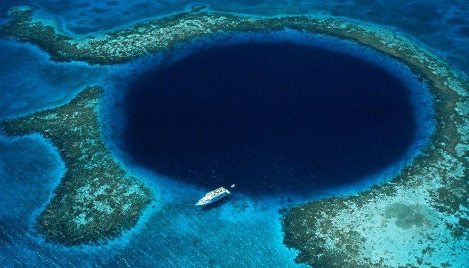 Exploran en agujero azul