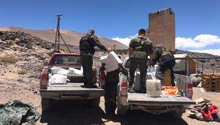 Embisten a un gendarme e intentan huir en una camioneta con 429 kilos de cocaína