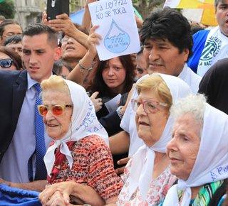 Evo Morales se reunió con Madres en Plaza de Mayo