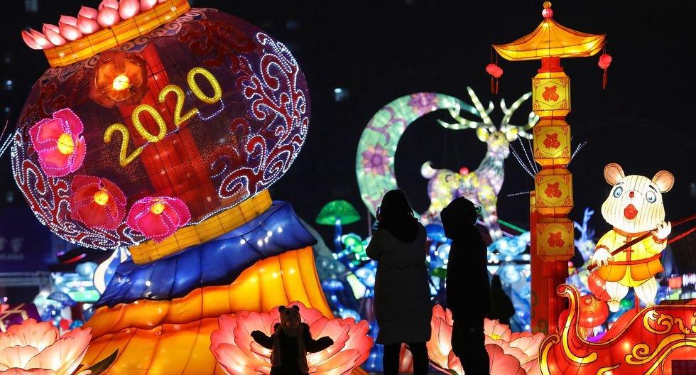 China recibe así el Año Nuevo 2020. (Photo by STR / AFP).