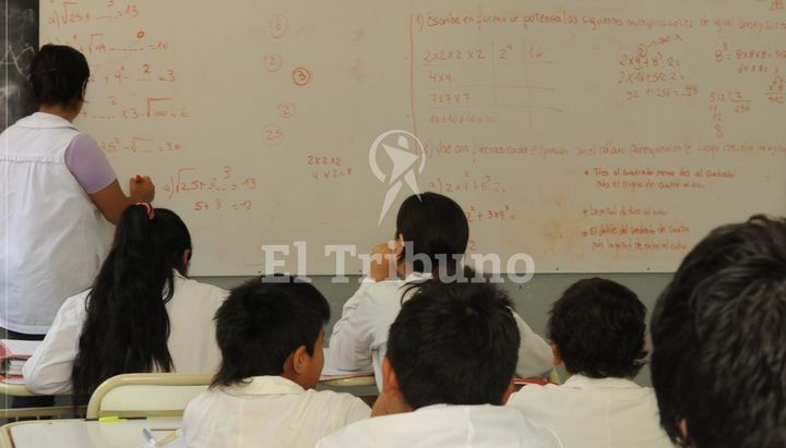 El sueldo mínimo de un maestro es de 25 mil pesos